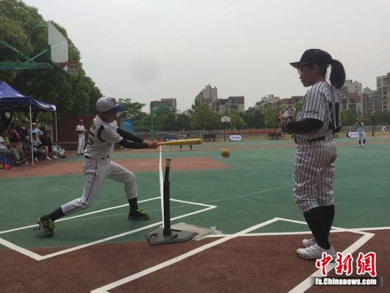 南京市软式棒垒球比赛参赛600名运动员举行长沙田径运动员图片