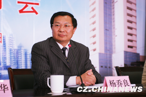 常州食品医药品监督管理局杨乔良局长在发言