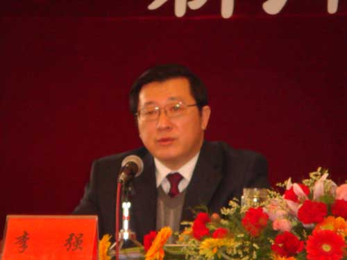 连云港市总工会党组书记李强介绍该市工会工作情况