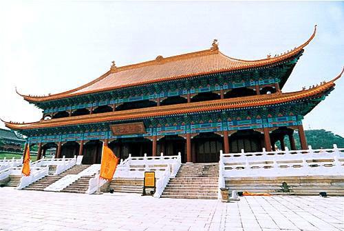 这里的皇宫建筑金碧辉煌,雄伟壮观,真神圣天门,荣光大殿,藏珍阁等图片