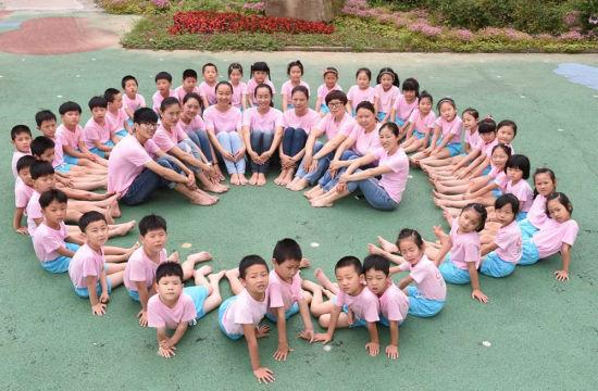 无锡一幼儿园拍创意毕业照留住童趣图片