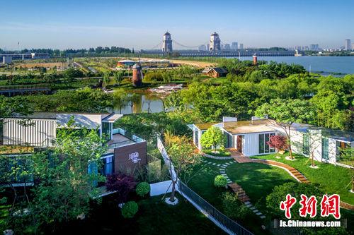 扬州依河而建集装箱主题酒店 低碳环保便捷时尚图片